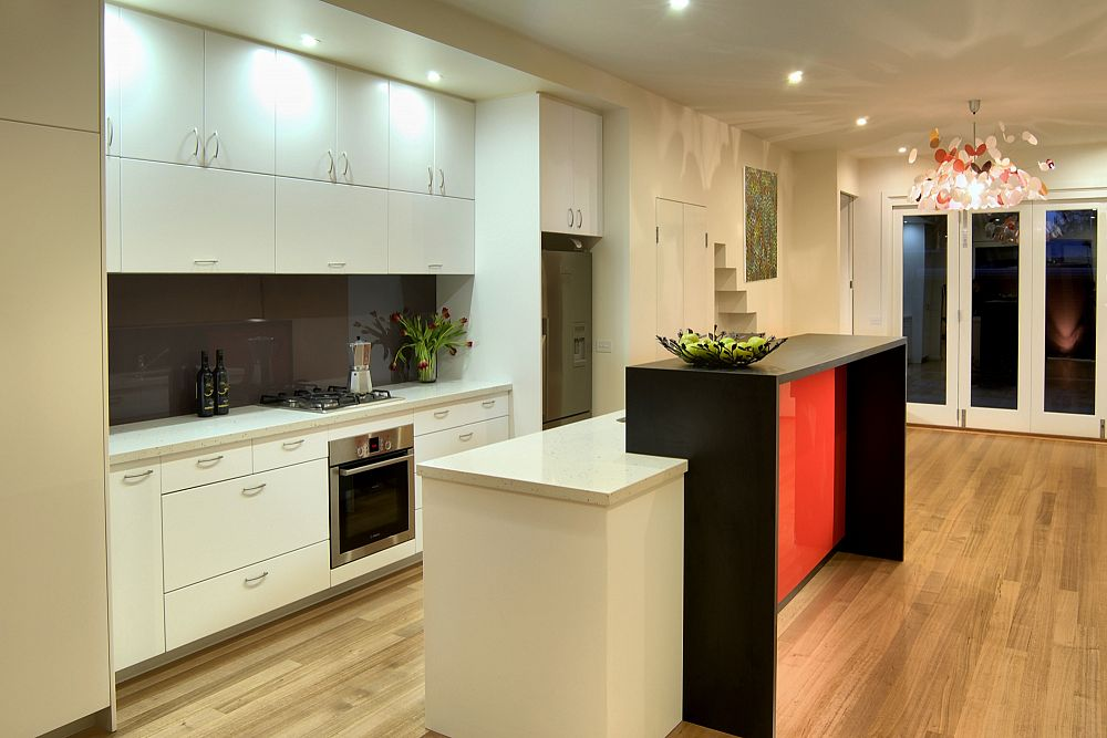Port Melbourne Kitchen toward rear& art